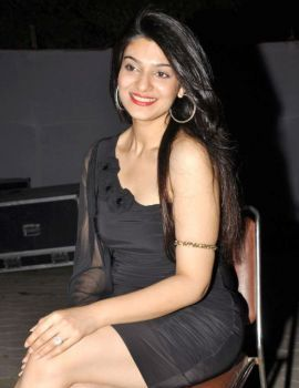 Siya Gautham in Black Dress at Epicurus Hospitality Awards 2011