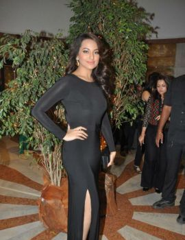 Bollywood Actress Sonakshi Sinha at Neeraj Goswami's art show