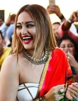 Sonakshi Sinha at the 18th IIFA Awards in 2017