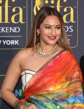 Sonakshi Sinha at the 18th IIFA Awards in 2017