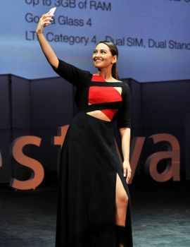 Sonakshi Sinha during the Zenfestival 2015 at Jawaharlal Nehru Stadium