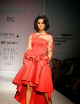 Sonal Chauhan Walks Ramp for Nikhita at Amazon India Fashion Week 2015