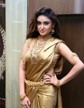 Sony Charishta at Manepally Jewellers Dhanteras Collection 2016