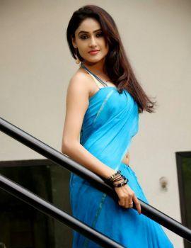 Sony Charishta Blue Saree Pics from Movie Naakaithe Nachindi