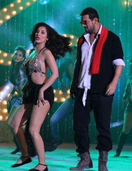 Sophie Choudry Dance at Shootout At Wadala Music Launch