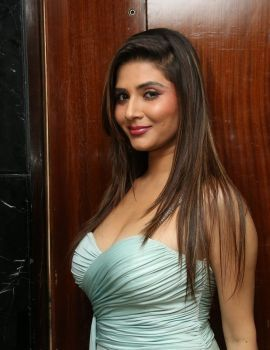 Srishti Rana Deep Cleavage Exposing Latest Photoshoot Stills