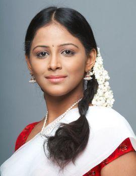 Tamil Actress Subiksha Photo Shoot Stills in Saree