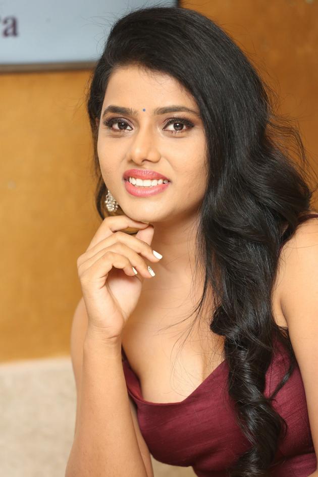 South Indian Model Sumaya Choco Stills at 24 Kisses Audio Launch