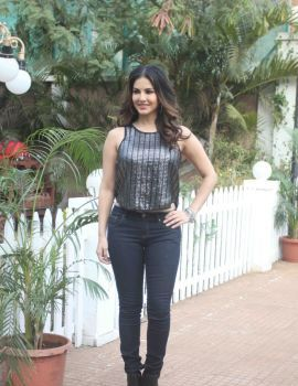 Bollywood Actress Sunny Leone on Sets of Dangerous Husn