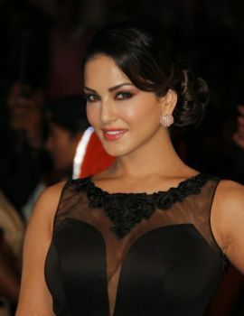 Sunny Leone at 60th Filmfare Awards Function