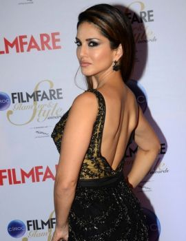 Sunny Leone at Filmfare Glamour & Style Awards 2015