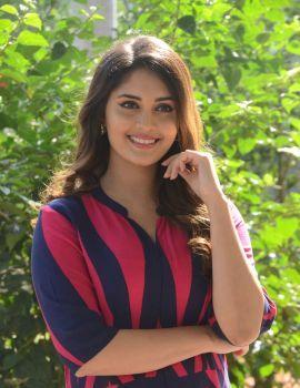 Beautiful Actress Surbhi at Okka Kshanam Teaser Launch