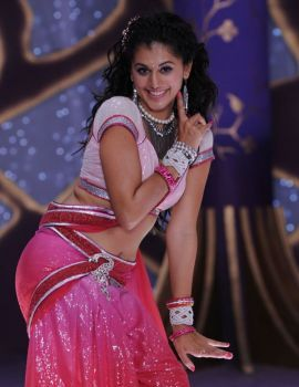 Taapsee Pannu Dance Stills in Saree in Daruvu