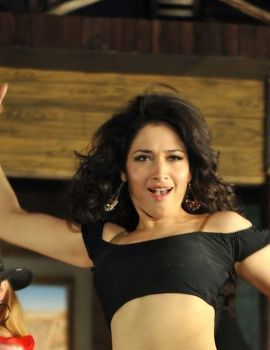 Tamanna in Melikalu Tirugutunte Ammayo Song from Cameraman Gangatho Rambabu Movie