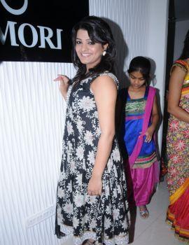 Tashu Kaushik at Amori Mobile Super Store Launch