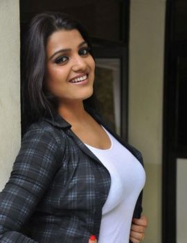 Tashu Kaushik Stills at Reporter Movie Press Meet