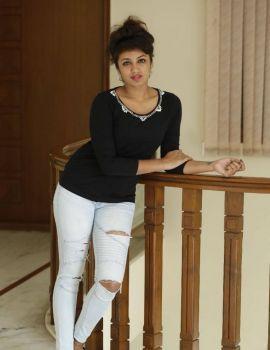 Tejaswi Madivada Stills at Kerintha Movie Press Meet