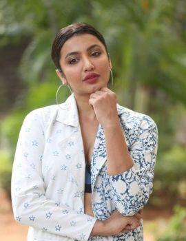 Telugu Actress Tejaswi Madivada Commitment Teaser Launch