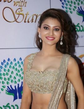 Urvashi Rautela in Designer Saree at Memu Saitam Dinner with Stars Red Carpet