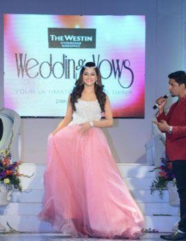 Urvashi Rautela Walks on The Ramp at The Wedding Vows Fashion Week 2016