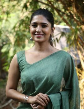 Tamil Actress Vani Bhojan Saree stills at Oh My Kadavule Movie Success Meet