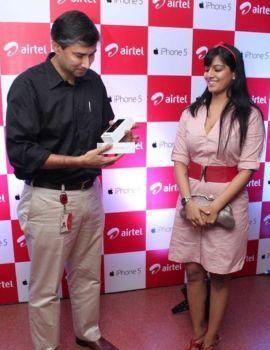 Varalakshmi Sarathkumar Photos at iPhone 5 Launch