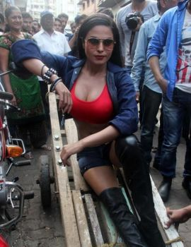 Bollywood Actress Veena Malik promoting Zindagi 50-50 Movie at Kamathipura
