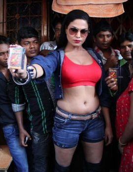Bollywood Actress Veena Malik promoting Zindagi 50-50 Movie at Kamathipura