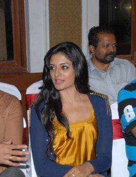 Vimala Raman Stills at Chukkalanti Ammayi Chakkanaina Abbayi Press Meet