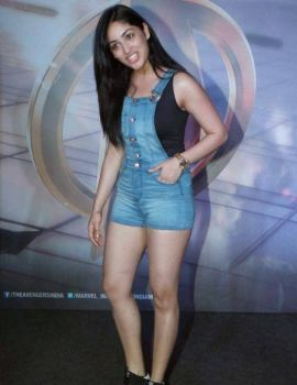 Yami Gautam Thunder Thighs Show in Blue Dress