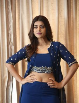Yamini Bhaskar Pics at Bhale Manchi Chowka Beram Press Meet