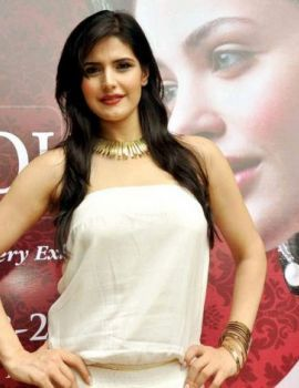 Zarine Khan at International Jewellery Exhibition 2011