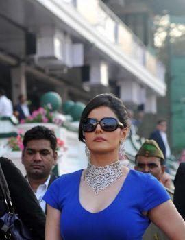 Zarine Khan at Nakshatra Indian Guineas Race 2012