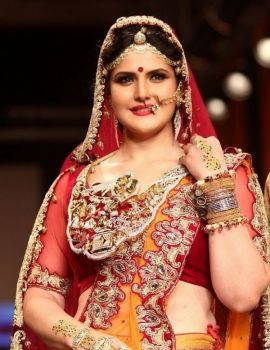 Zarine Khan at Swarovski Jewellery Show at IIJW 2014