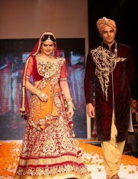 Zarine Khan at Swarovski Jewellery Show at IIJW 2014